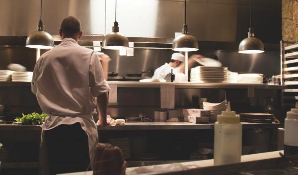 Køkkenmaskiner og porcelæn