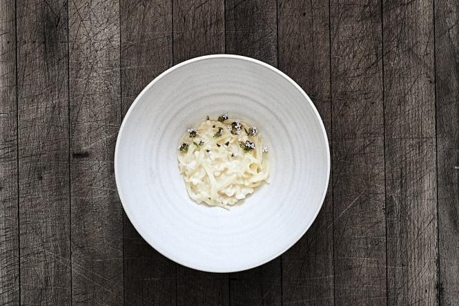 Dampet blæksprutte med sauerkraut og timian