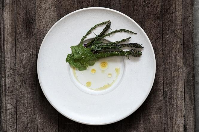 Grillede asparges med fermenteret hvid asparges