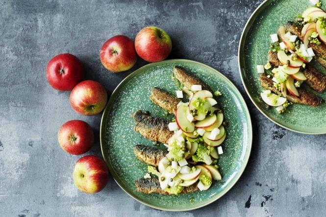 Æbler med stegte sild