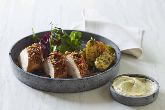 Kylling i Smoky BBQ med kold bearnaise og rosmarinbagte kartofler