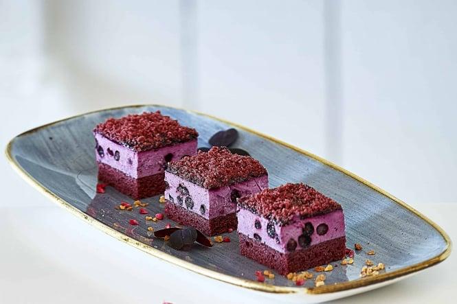Blueberry Red Velvet Cake fra Dina Food