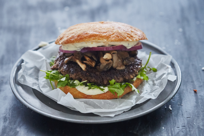 Skal du også smage den nye kalveburgerbøf fra Danish Crown?